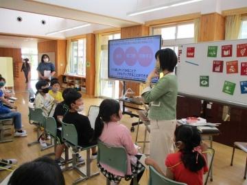 写真:飛島学園 SDGsをテーマにした縦割り「なかよし会」・SDGs出前授業