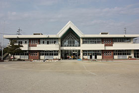 Uma fotografia: A primeira escola maternal